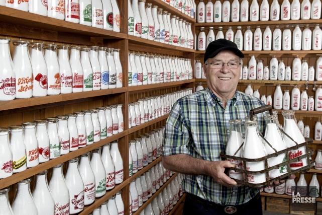 Laurier Fluet, collectionneur de bouteilles... (Photo Robert Skinner, La Presse)