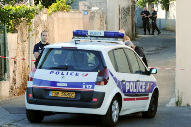 Les policiers français devront se pencher sur les... (PHOTO BORIS HORVAT, ARCHIVES AFP)