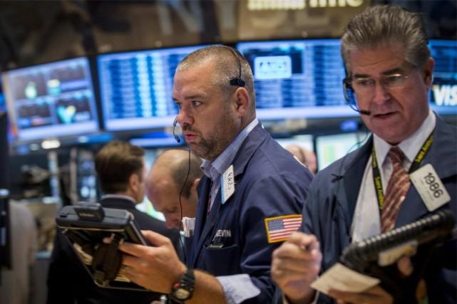 La Bourse de New York a nettement profité lundi de l'espoir d'un apaisement des... (PHOTO BRENDAN MCDERMID, REUTERS)