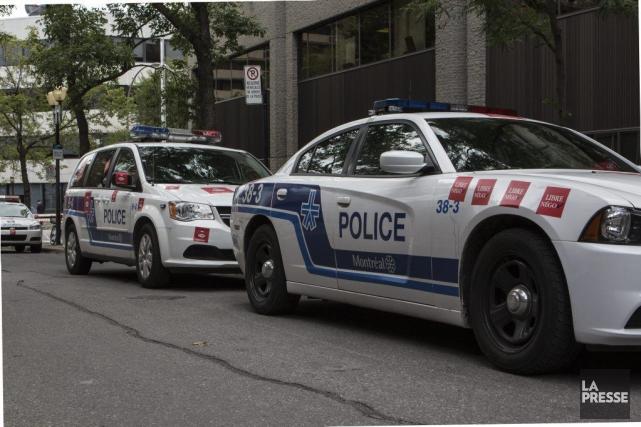 Actuellement, les policiers de Montréal contribuent à la... (PHOTO MATHIEU WADDELL, ARCHIVES LA PRESSE)