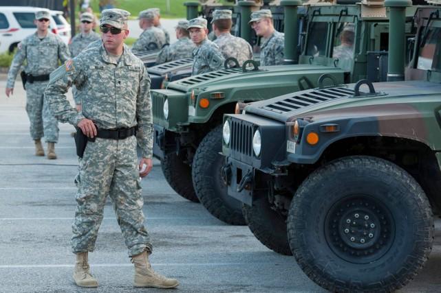 La Garde nationale a été appelée en renfort... (PHOTO MARK KAUZLARICH, REUTERS)
