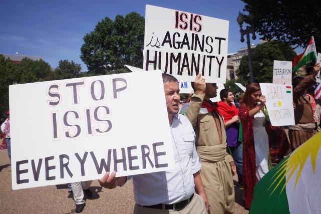 Des militants manifestent leur soutien aux Kurdes d'Irak... (PHOTO MANDEL NGAN, ARCHIVES AFP)