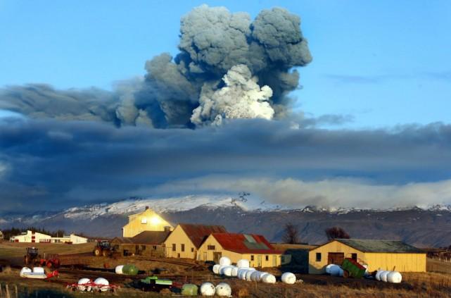 En 2010, l'éruption du volcan Eyjafjallajökull avait provoqué... (Photo Brynjar Gauti, Archives AP)