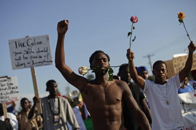 La tension restait vive mardi à Ferguson.... (Photo: Reuters)