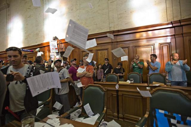 Le saccage à l'hôtel de ville de Montréal... (PHOTO ARCHIVES LA PRESSE)