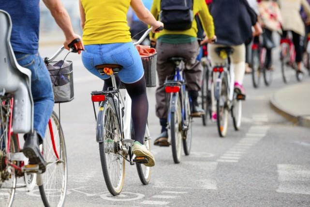 Ceux qui se rendent au boulot à pied, en vélo ou en transport en commun pèsent... (Photo Digital/Thinkstock)