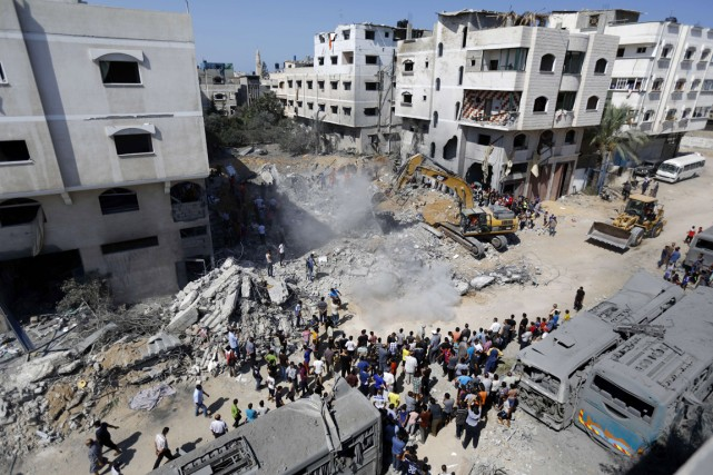 Selon des témoins, pas moins de trois roquettes... (PHOTO MOHAMMED ABED, AFP)