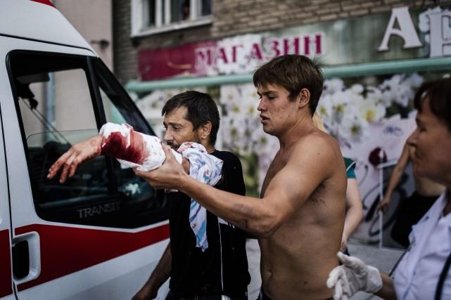 Dans la région de Donetsk, bastion prorusse assiégé... (PHOTO DIMITAR DILKOFF, AFP)