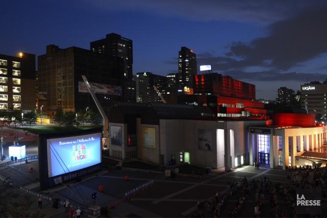 Projection en plein air du film Habemus Papam... (Photo: Bernard Brault, archives La Presse)