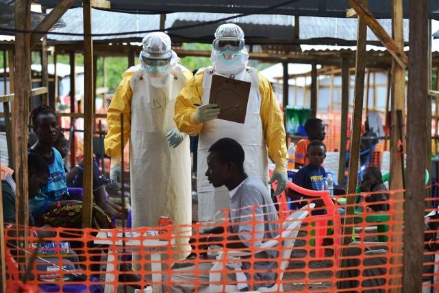 L'épidémie d'Ebola continue de prendre de l'ampleur sur... (PHOTO ARCHIVES AGENCE FRANCE-PRESSE)