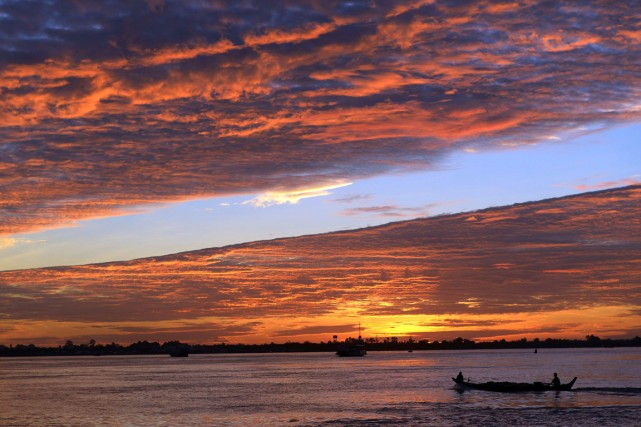 Des inondations annuelles ont lieu au Cambodge le... (PHOTO TANG CHHIN SOTHY, ARCHIVES AFP)