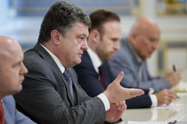 Le président ukrainienPetro Porochenko etson homologue russe Vladimir... (Photo Mykhailo Markiv, Archives REUTERS)