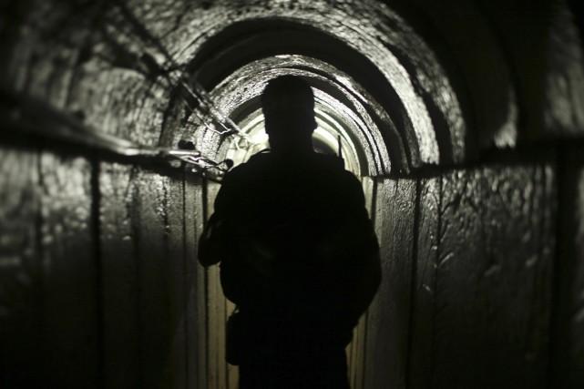 Un membre des Brigades al-Qassam est vu à... (PHOTO MOHAMMED SALEM, ARCHIVES REUTERS)