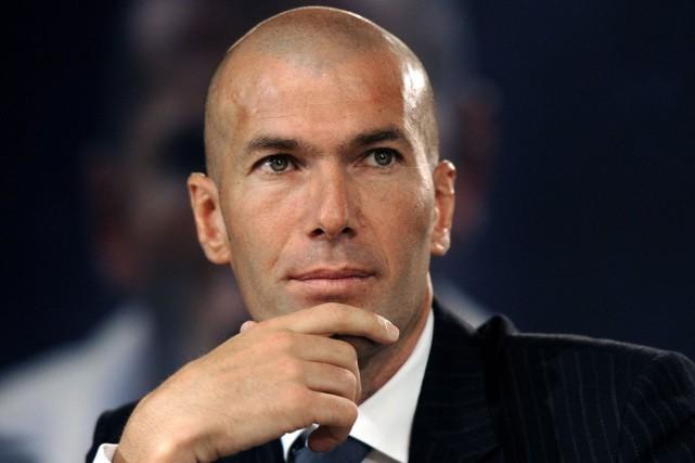 Zinédine Zidane tentera de ramener l'équipe réserve du... (PHOTO ARCHIVES AGENCE FRANCE PRESSE)