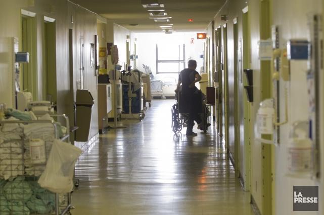 Le patient placé en isolement par crainte d'infection à l'Ebola à l'hôpital... (PHOTO IVANOH DEMERS, ARCHIVES LA PRESSE)