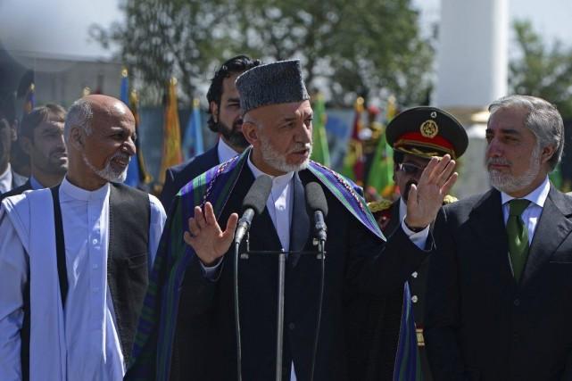 Le président Karzaï (au centre) a pris la... (PHOTO WAKIL KOHSAR, AFP)
