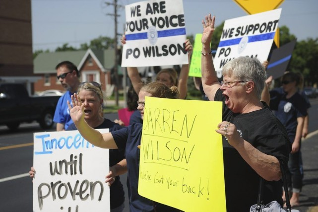 Les manifestants avaient des pancartes réclamant la présomption... (PHOTO MICHAEL B. THOMAS, AFP)