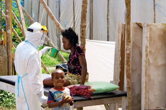 L'Ebola a infecté au moins 910 personnes en... (Photo Jo Dunlop/REUTERS)