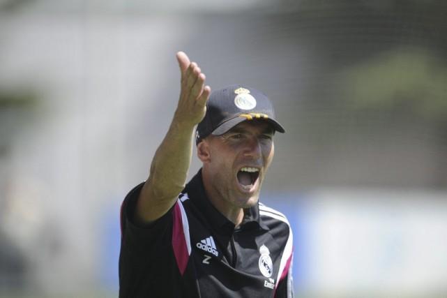 Zinedine Zidane est le nouvel entraîneur de la... (PHOTO PEDRO ARMESTRE, AFP)