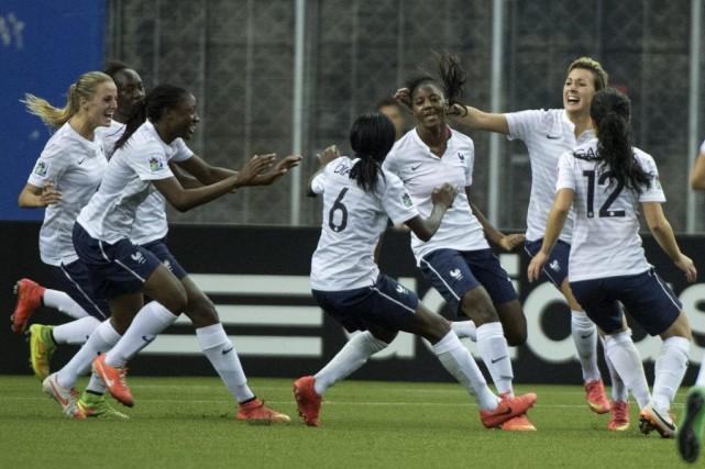Aissatou Tounkara (3e à droite) a marqué le... (PHOTO PAUL CHIASSON, PC)