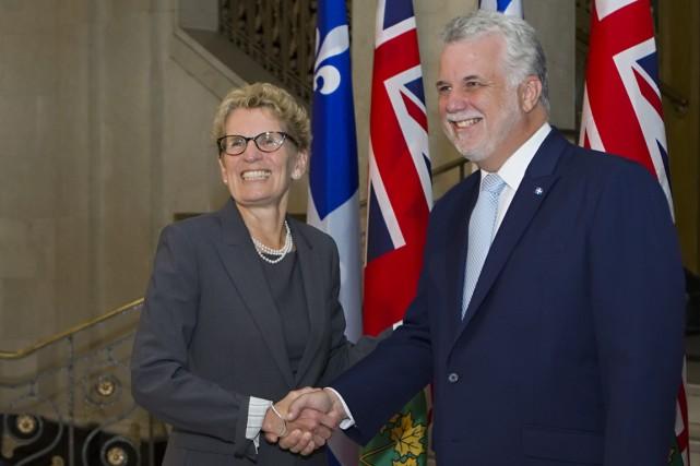La première ministre ontarienne, Kathleen Wynne, et le... (Photo Clement Allard, PC)