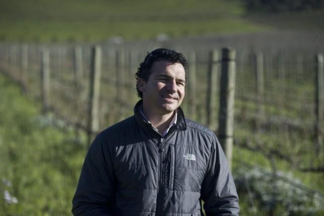 Carl van der Merwe, le directeur du domaine... (PHOTO RODGER BOSCH, AFP)