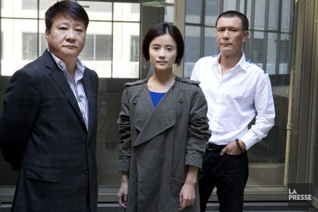 Le cinéaste Zhang Wei en compagnie des comédiens... (Photo: Robert Skinner, La Presse)