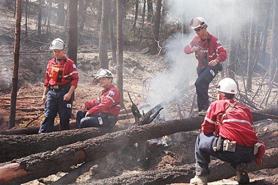 Des contingents québécois d'une quarantaine de pompiers se... (Photo SOPFEU, Sylvain Labelle)