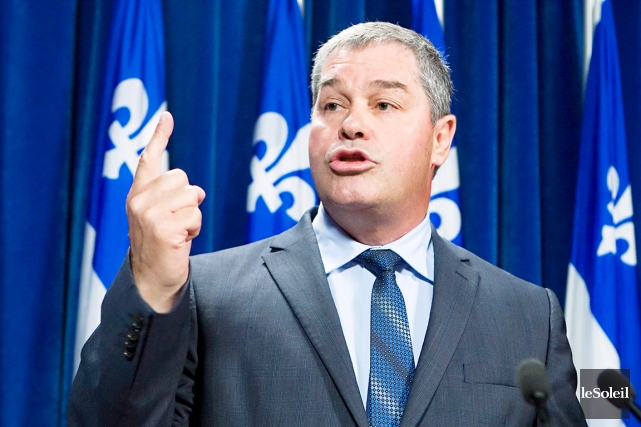 Yves Bolduc, ministre de l'Éducation, dit «acheter» des... (Photo: archives Le Soleil)