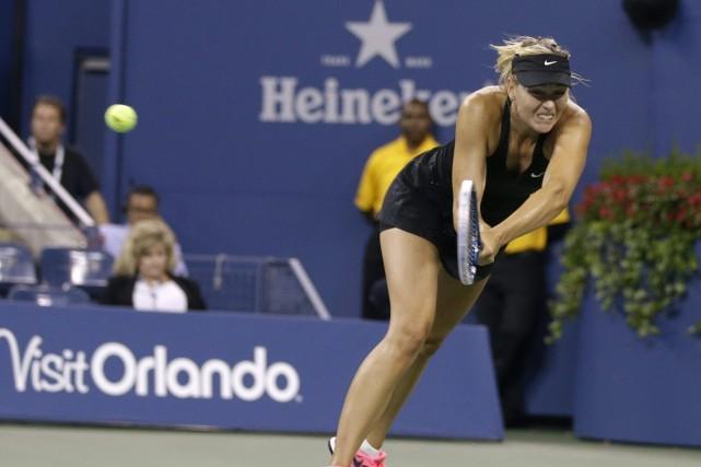 Maria Sharapova a aisément prévalu 6-4 et 6-0 en duel russe avec Maria... (Photo Darron Cummings, AP)