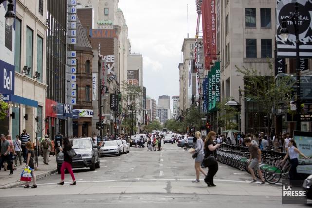 Montréal doit refaire la rue Sainte-Catherine Ouest sur... (PHOTO SEBASTIEN PEDRAGLIO, ARCHIVES LA PRESSE)