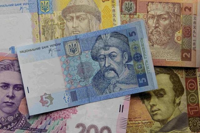 Les taux de changes officiels de la hryvnia... (Photo Gleb Garanich, Archives REUTERS)