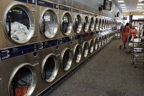 Les laveuses et sécheuses font partie des biens... (Photo Agence France-Presse)
