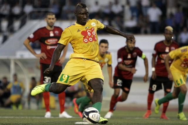 L'attaquant camerounais Albert Ebossé est décédé samedi après... (Photo archives AFP)