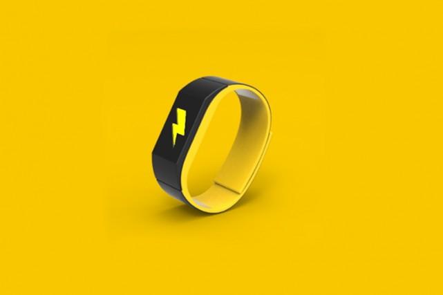 Le bracelet Pavlok émet une décharge électrique si... (Photo tirée du site pavlok.com)