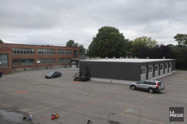 En attendant la construction de nouvelles écoles, on... (Photo Martin Chamberland, La Presse)