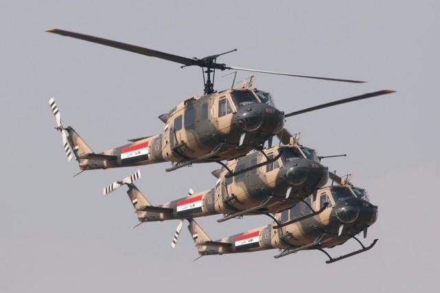Des hélicoptères de l'armée irakienne.... (PHOTO SAAD SHALASH, ARCHIVES REUTERS)