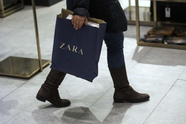 La marque de vêtements espagnole Zara a retiré mercredi de la vente une... (PHOTO ANDREA COMAS, REUTERS)
