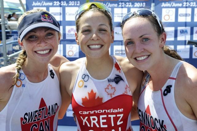 Amélie Kretz (au centre) participera aux Championnats du... (Photo fournie par Triathlon Canada)