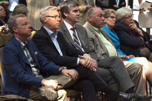 Les premiers ministres de la Saskatchewan, Brad Wall,... (PHOTO ANDREW VAUGHAN, LA PRESSE CANADIENNE)