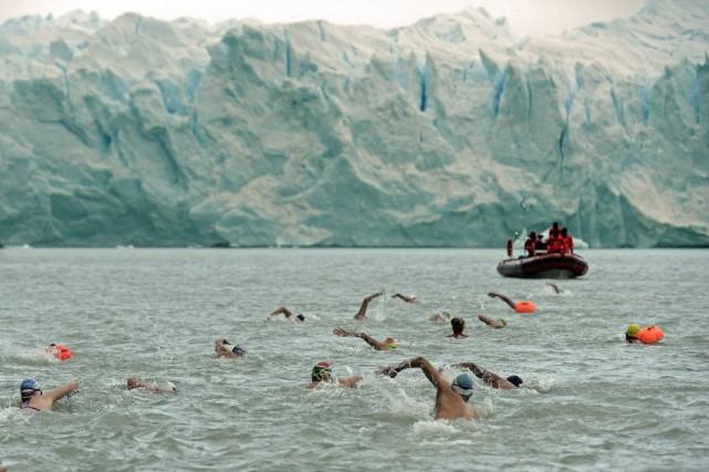 Les spectaculaires falaises de glace bleutées du Perito... (PHOTO DANIEL GARCIA, AFP)