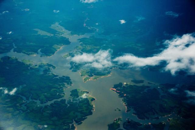 Une vue aérienne de la rivière Amazonie, ans... (PHOTO CHRISTOPHE SIMON, ARCHIVES AFP)