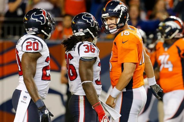 Le ton est monté entre Peyton Manning (18)... (Photo Joe Mahoney, Associated Press)