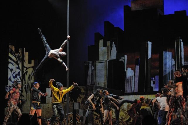 Le cirque Éloize donnera une centaine de spectacles... (PHOTO FOURNIE PAR LE CIRQUE ÉLOIZE)