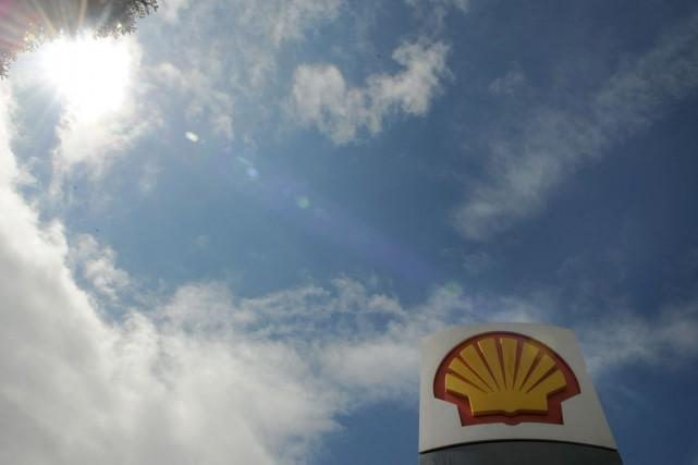 Shell affirme qu'elle enregistrera une charge de 2... (Photo archives Reuters)