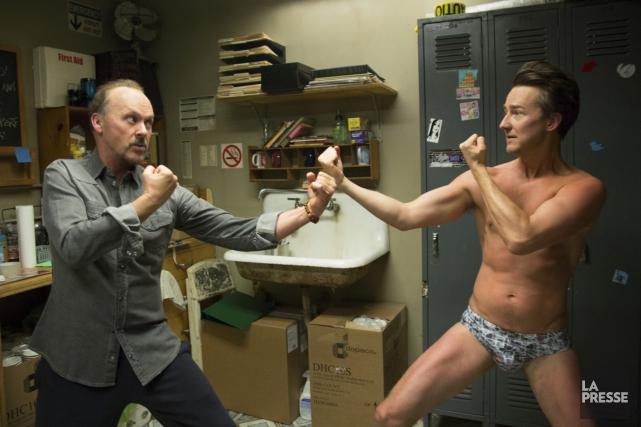 Michael Keaton et Edward Norton dans Birdman d'Alejandro... (Photo Courtoisie)