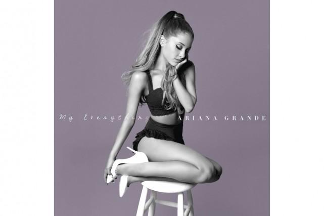 Ariana Grande fait son entrée en première place...