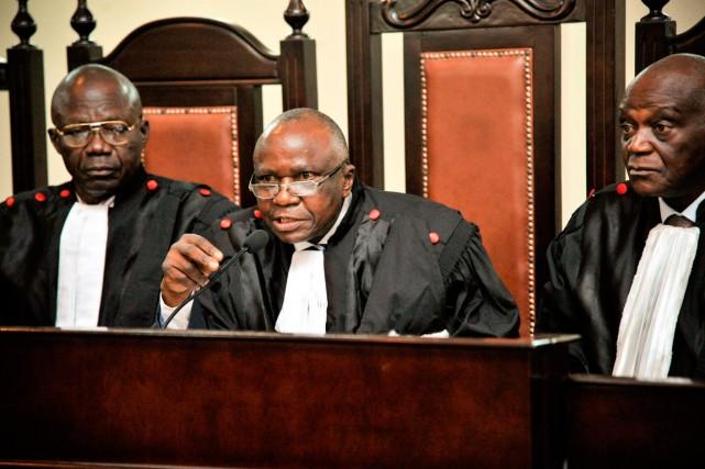 Tuka Ika Banzungul, président de la Cour suprême... (Photo Junior D. Kannah, Agence France-Presse)