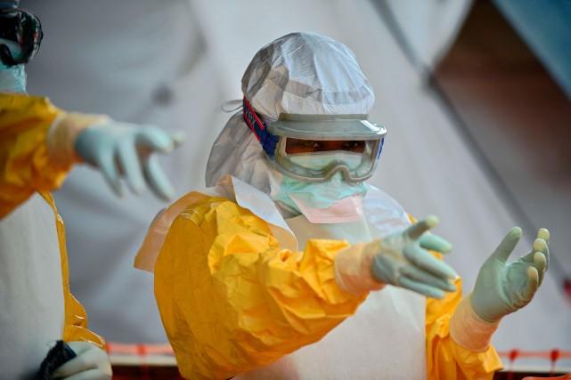 Du personnel de Médecins sans frontières à à... (Photo AFP)