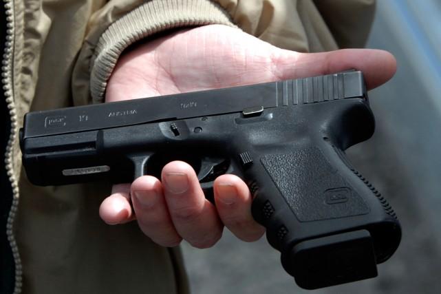 Un pistole Glock de calibre 9 mm.... (PHOTO DON PETERSEN, ARCHIVES ASSOCIATED PRESS)